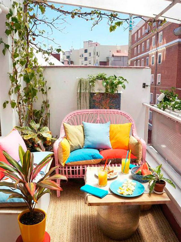 dekorasi-balkon-apartemen-penuh-warna