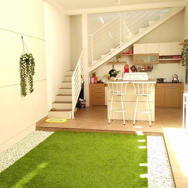 dapur terbuka di bawah tangga