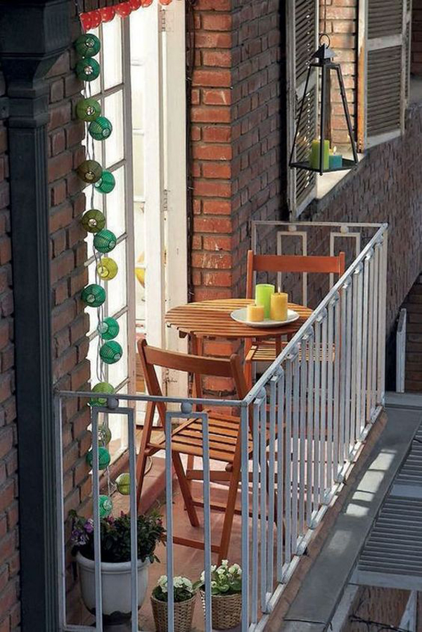 desain-balkon-apartemen-romantis
