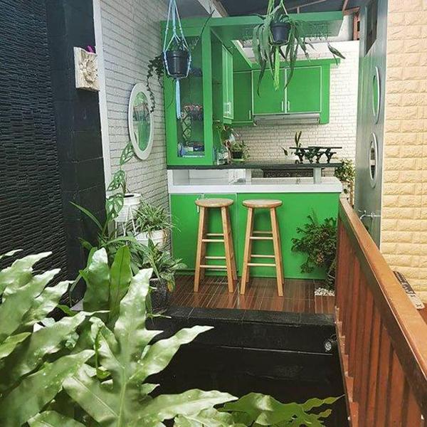 dapur terbuka bernuansa hijau