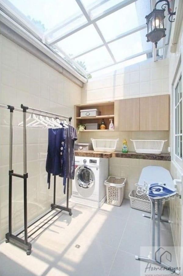 ruang cuci menggunakan atap transparan