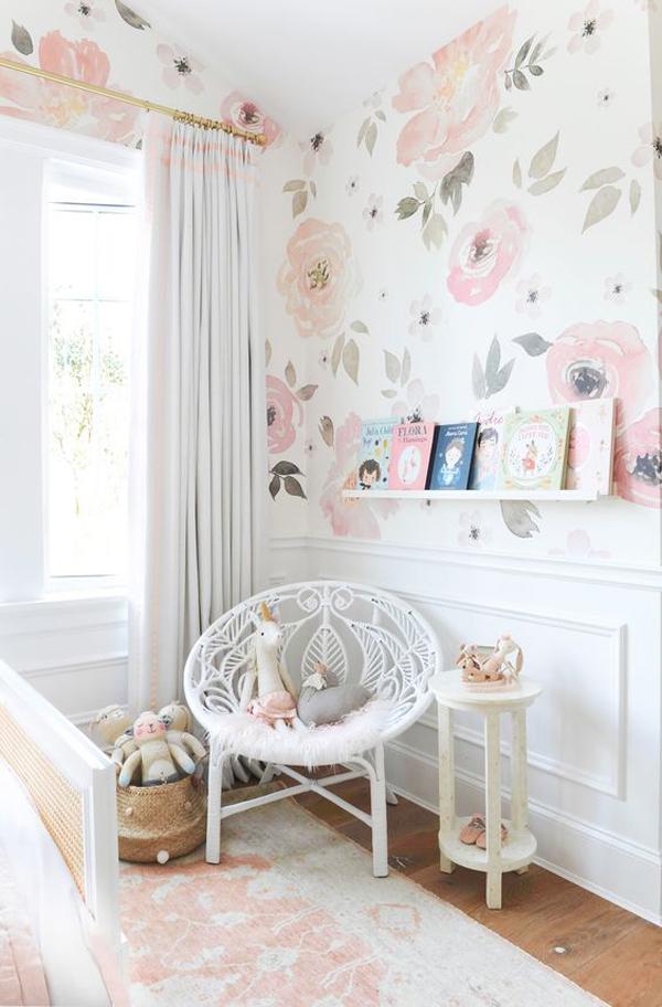 desain-sudut-baca-anak-dengan-wallpaper-bunga