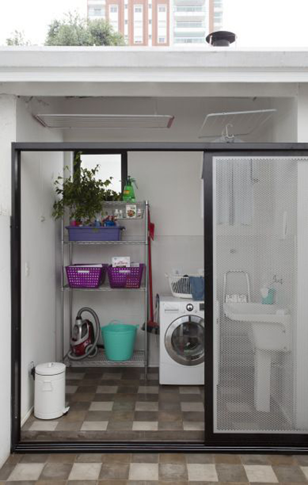 ruang cuci dengan pintu geser