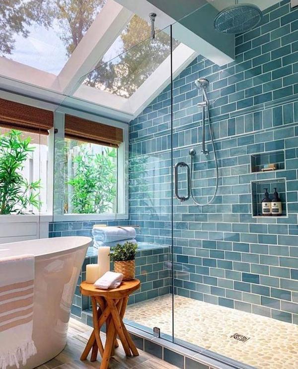 kamar mandi bernuansa biru segar