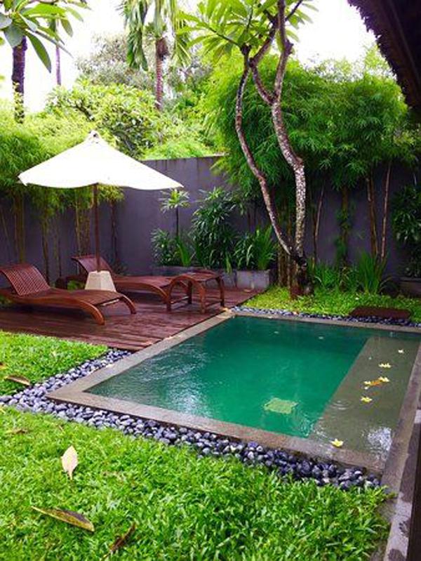 kolam-renang-mini-dengan-perabot-luar-ruangan