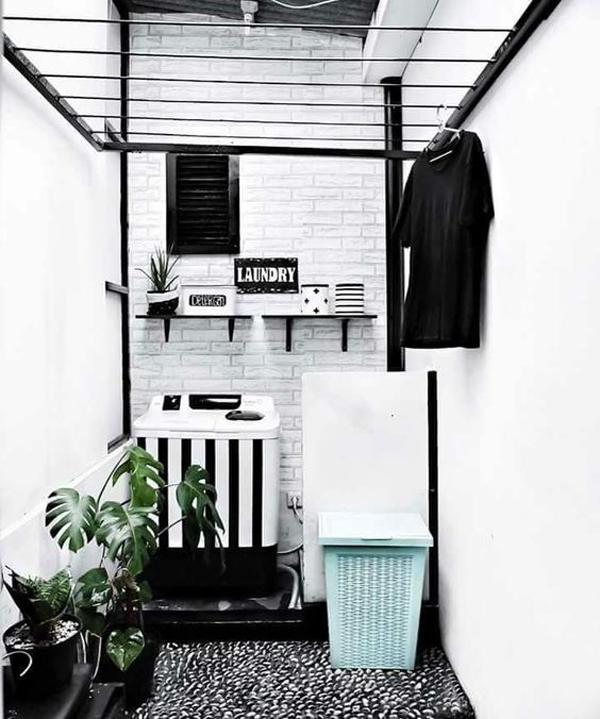ruang cuci bernuansa hitam dan putih