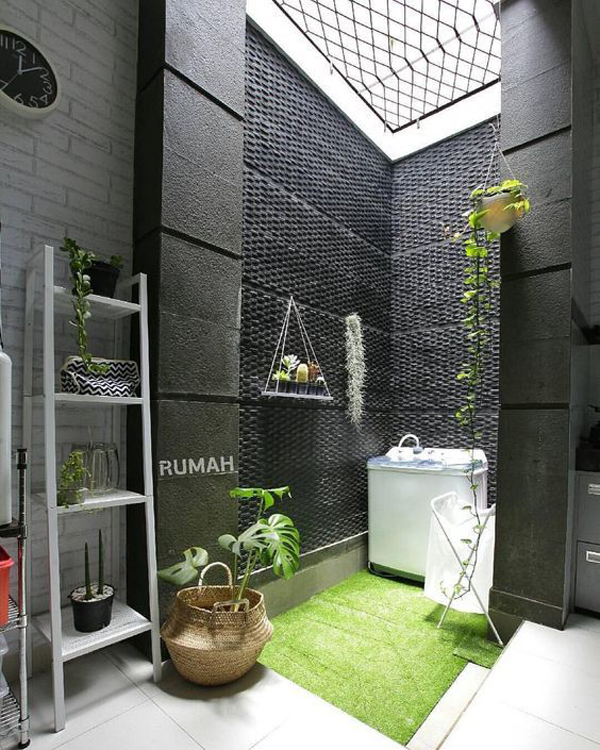 ruang cuci bernuansa dinding gelap
