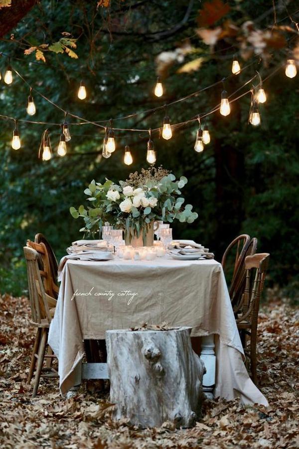 dinner-luar-ruangan-dengan-rantai-pencahayaan