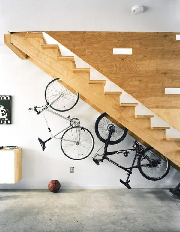 ide-penyimpanan-sepeda-di-bawah-tangga
