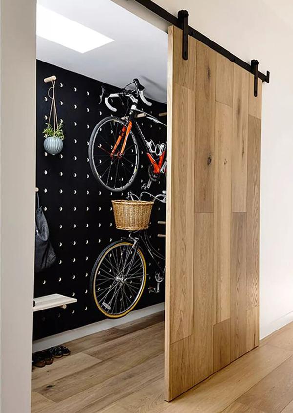 ide-penyimpanan-sepeda-tersembunyi-dengan-pintu-geser