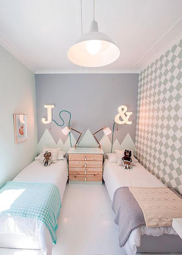 kamar-tidur-bersama-dengan-inisial-di-dinding