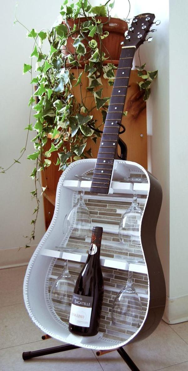 rak-anggur-dan-gelas-dari-gitar-lama