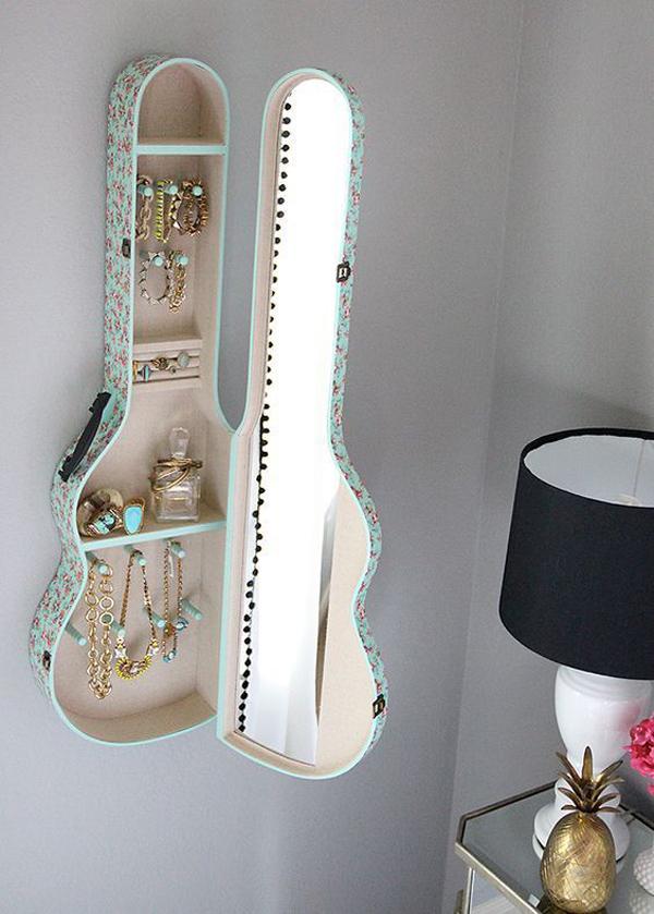 rak-dinding-kosmetik-dari-sarung-gitar-diy