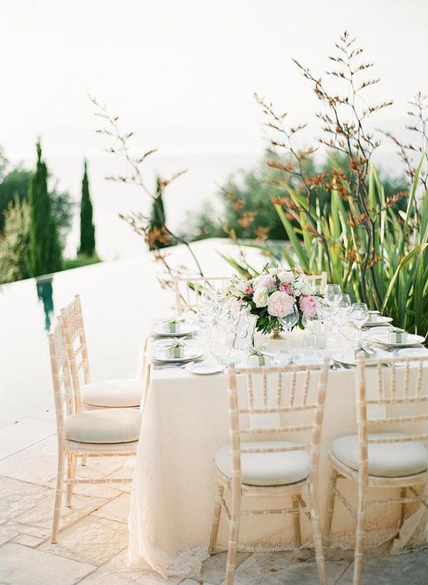 tempat-dinner-romantis-di-luar-ruangan