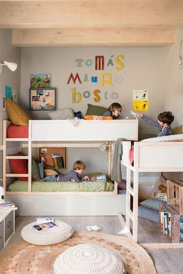 tempat-tidur-tingkat untuk-tiga-anak-laki-laki
