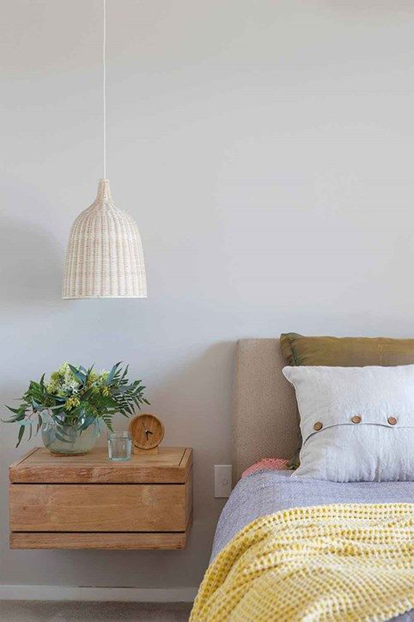lampu-gantung-kamar-tidur-rotan-yang-simpel