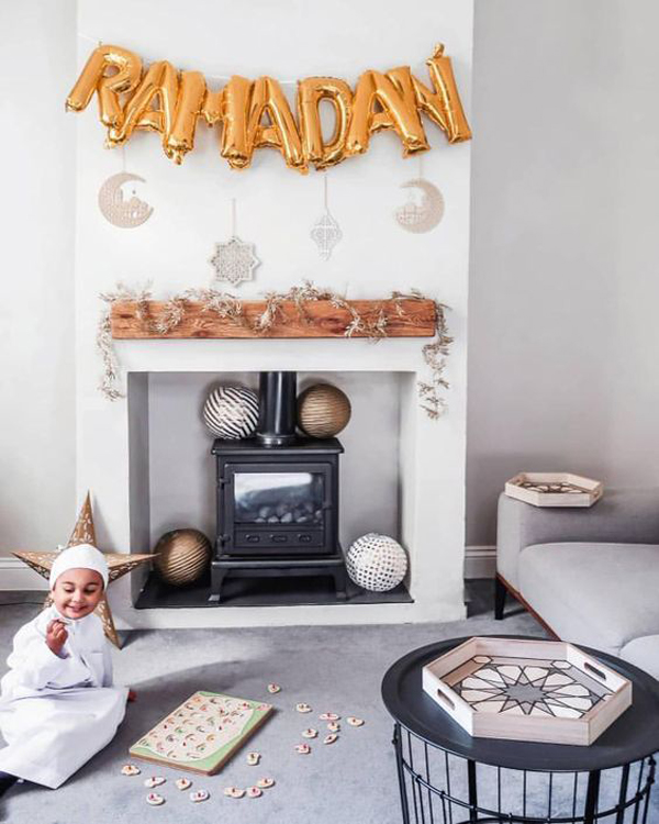 ruang-keluarga-bernuansa-ramadhan-dengan-perapian