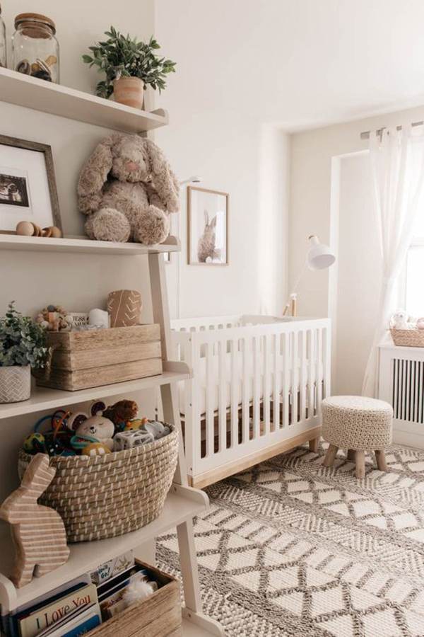tempat-tidur-bayi-dengan-dinding-penyimpanan
