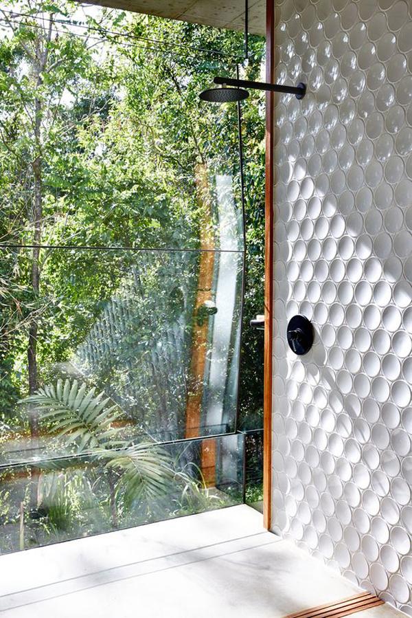 desain-pancuran-kamar-mandi-dengan-pemandangan-luar-ruangan