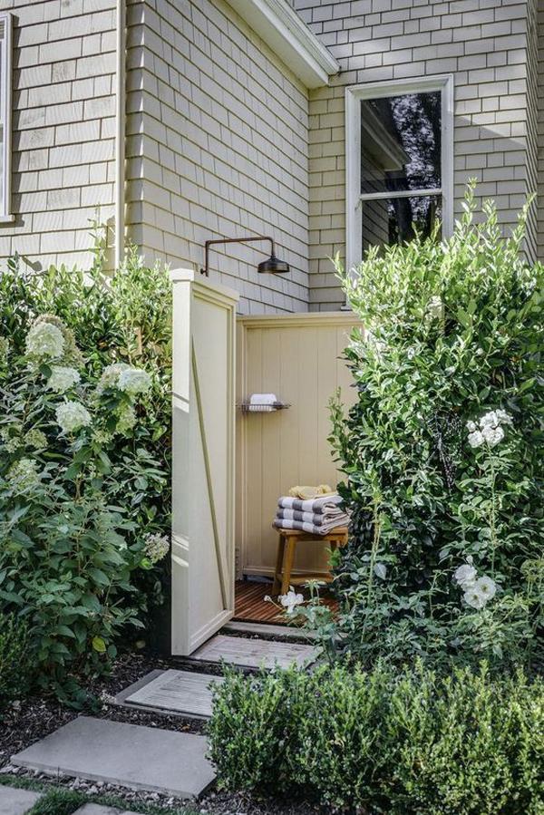 ide-shower-terbuka-dengan-pagar-tanaman