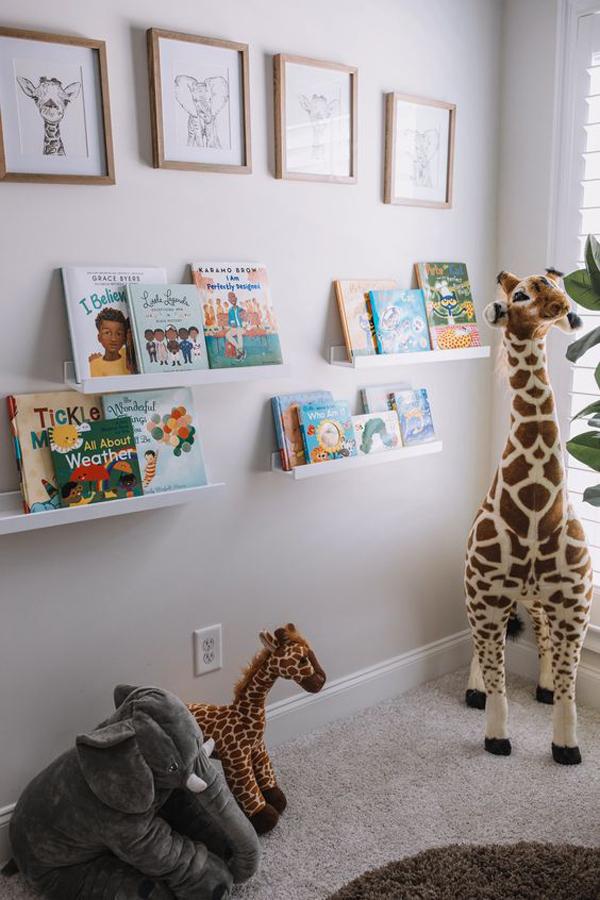 sudut-membaca-dengan-dekorasi-hewan