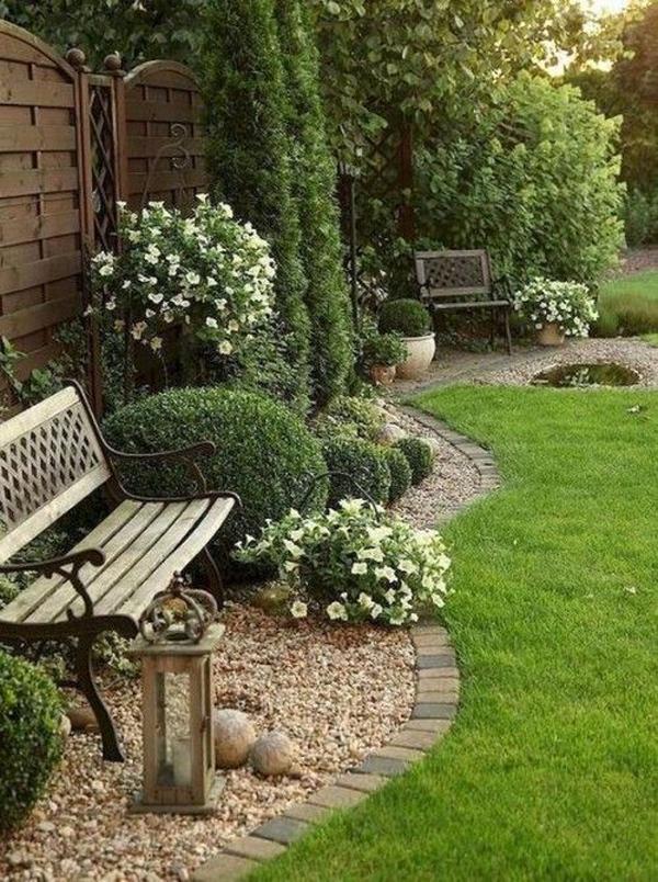 dekorasi-taman-romantis-dengan-bangku-kayu