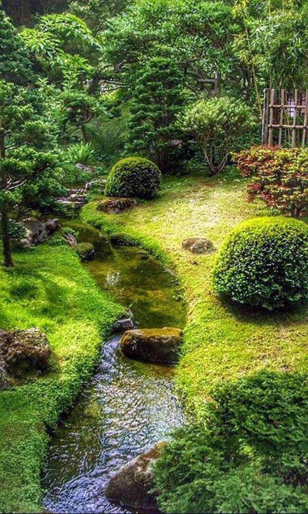 desain-lanskap-taman-hijau-dengan-aliran-sungai