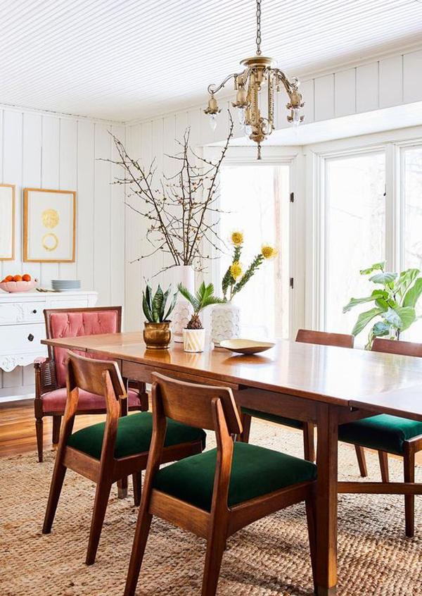 ruang-makan-kayu-bergaya-vintage-yang-elegan