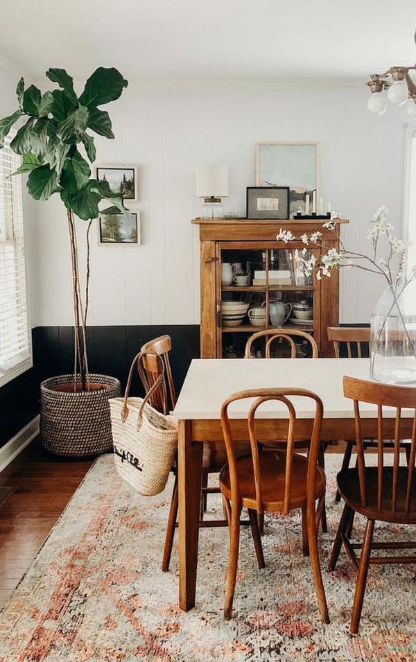 ruang-makan-nuansa-kayu-dengan-tanaman