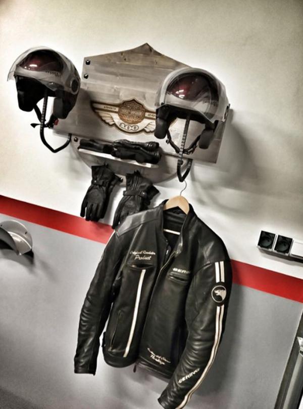 desain-rak-dinding-helm-pecinta-motor-harley