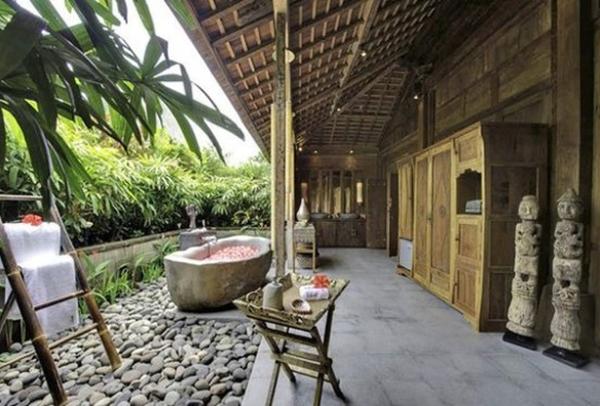 desain-rumah-bali-etnik-dengan-bak-mandi-outdoor