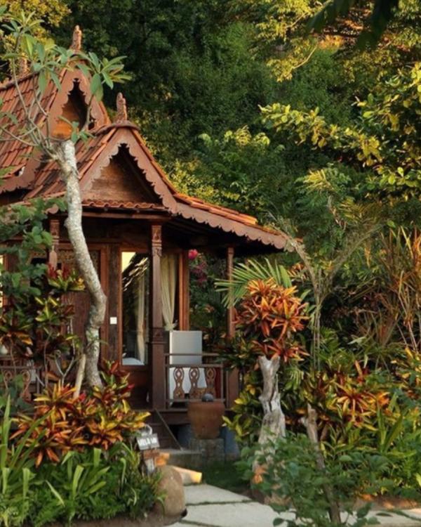 desain-rumah-tradisional-dengan-lanskap-alam