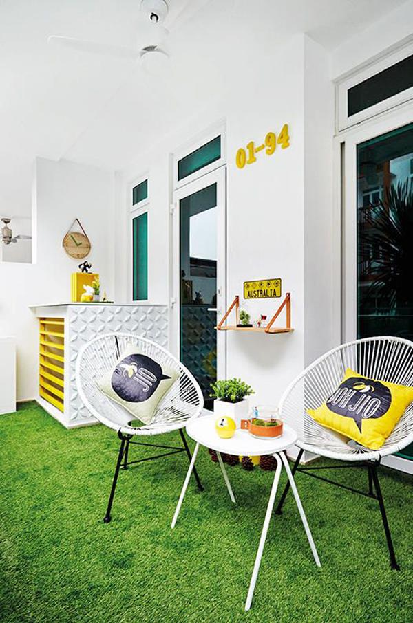 desain-teras-depan-dengan-lantai-rumput-sintetis