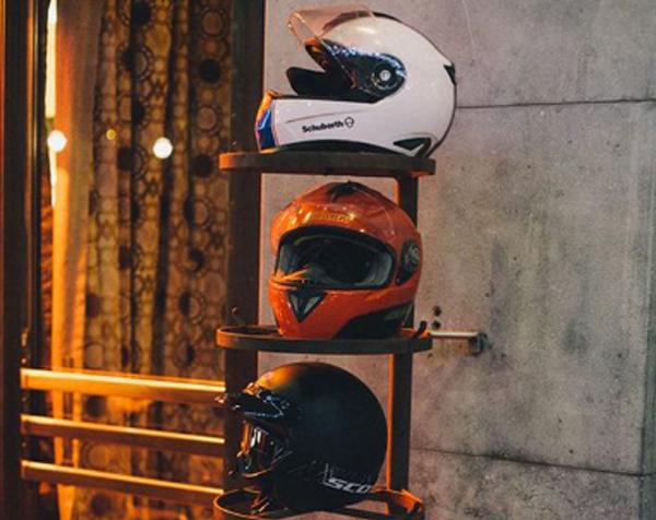 ide-keren-menyimpan-helm