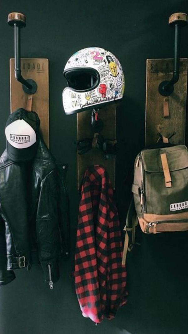 ide-penyimpanan-helm-dengan-hanger-baju