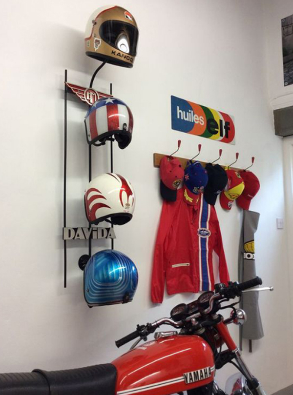 ide-rak-helm-bergaya-klasik