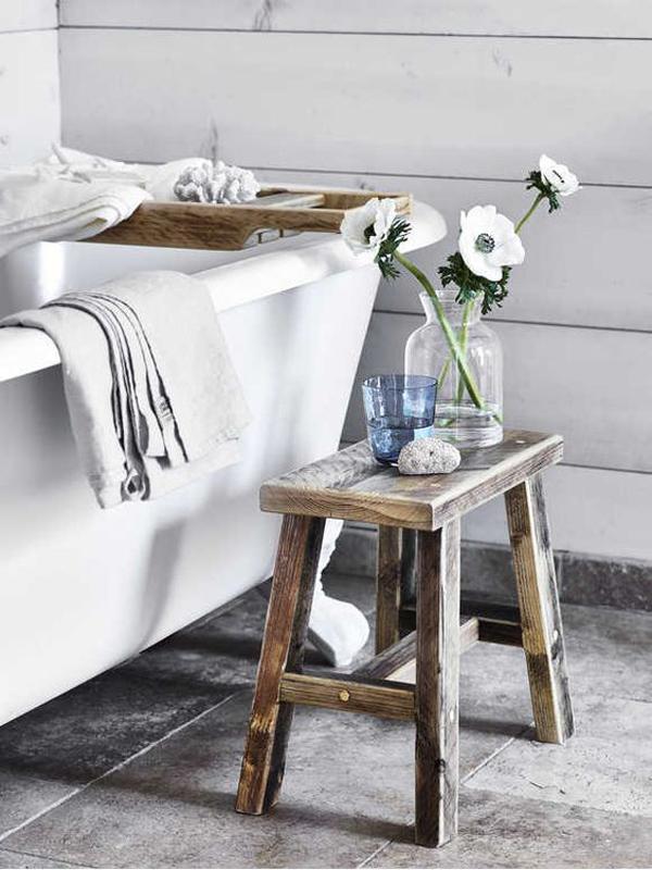 meja-samping-kamar-mandi-untuk-penyimpanan-ekstra