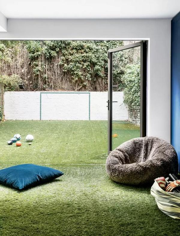 ruang-bermain-anak-dengan-lantai-rumput