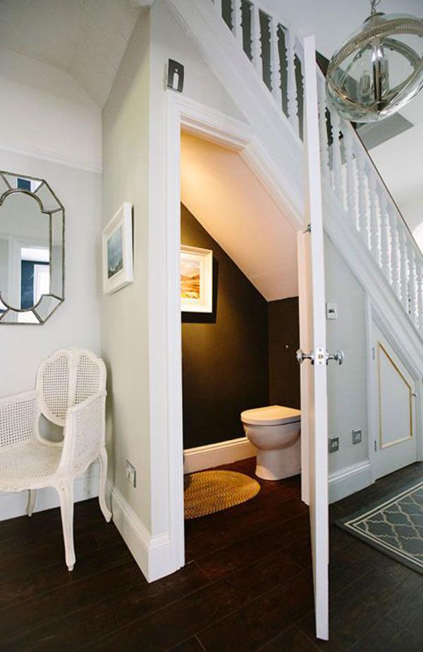toilet-bawah-tangga-yang-menginspirasi