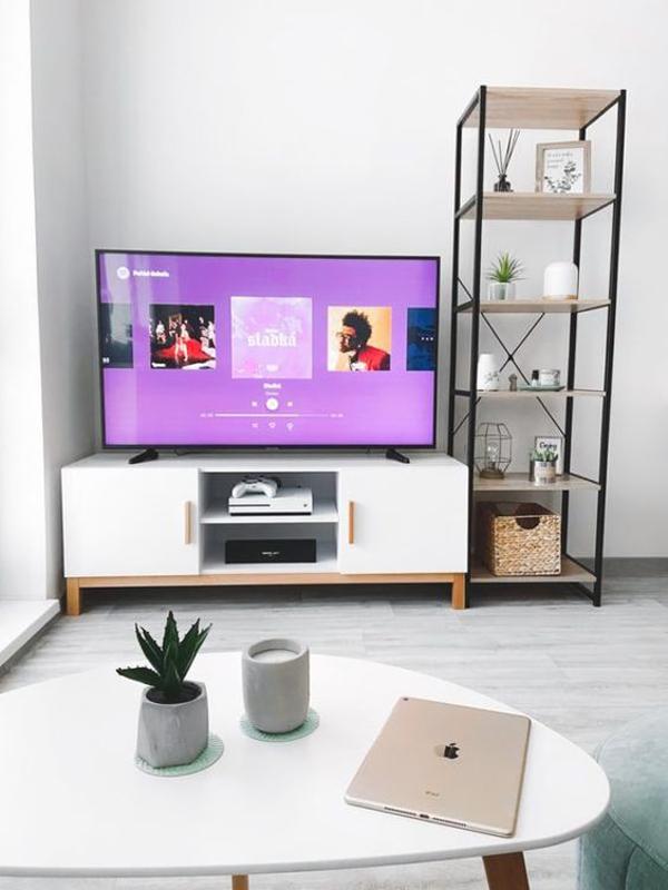 desain-ruang-keluarga-simpel-dengan-area-hiburan-tv