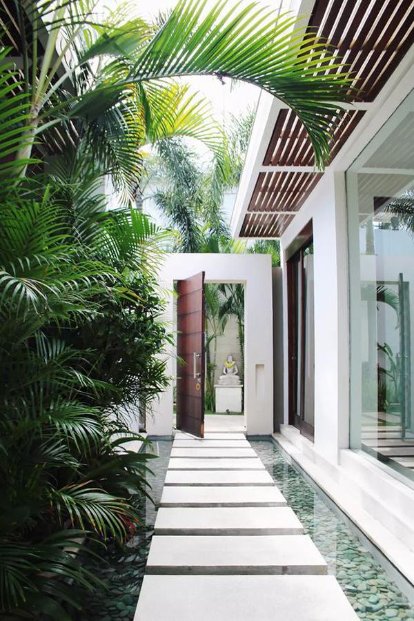 desain-taman-tropis-dalam-rumah