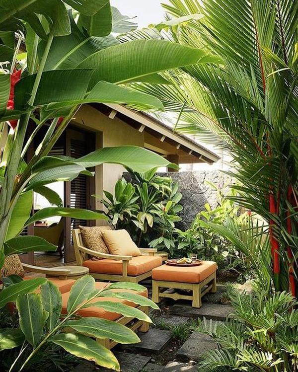 desain-taman-tropis-kecil-dengan-ruang-tamu-luar-ruangan