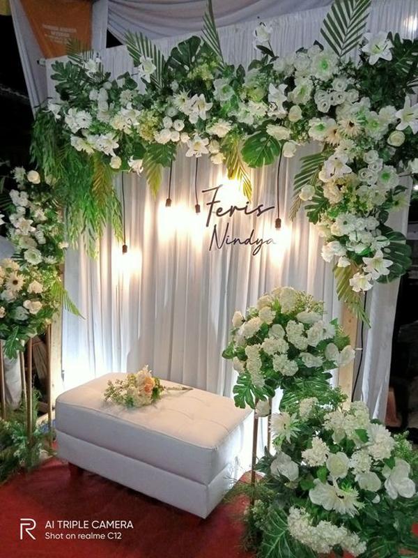 ide-dekorasi-tunangan-dengan-bunga-asli