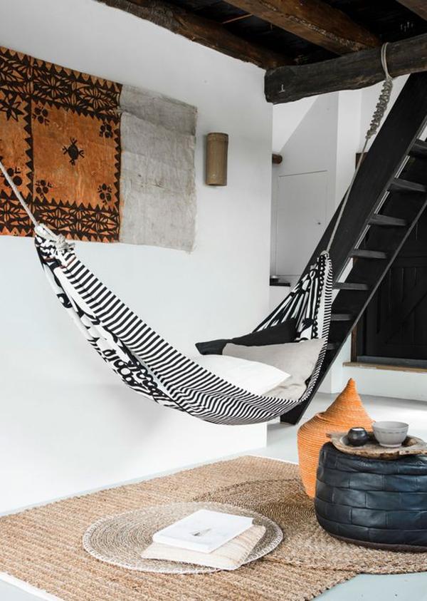 ide-ruang-santai-dengan-hammock-di-bawah-tangga