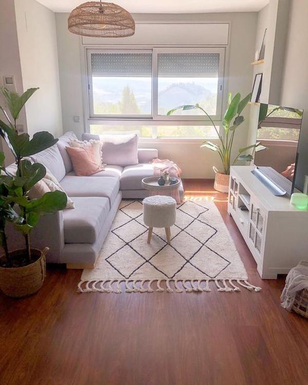 ruang-keluarga-bergaya-boho-dengan-area-menonton-tv