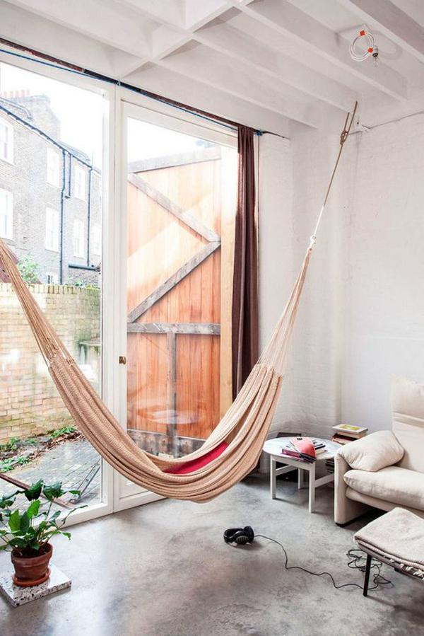 ruang-keluarga-terbuka-dengan-tempat-tidur-gantung