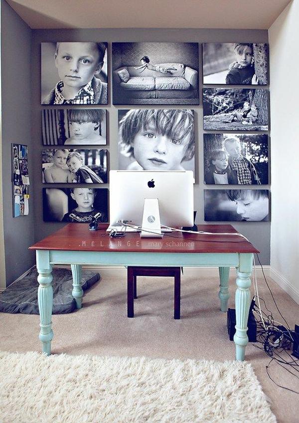 ruang-kerja-dengan-latar-metting-foto-keluarga