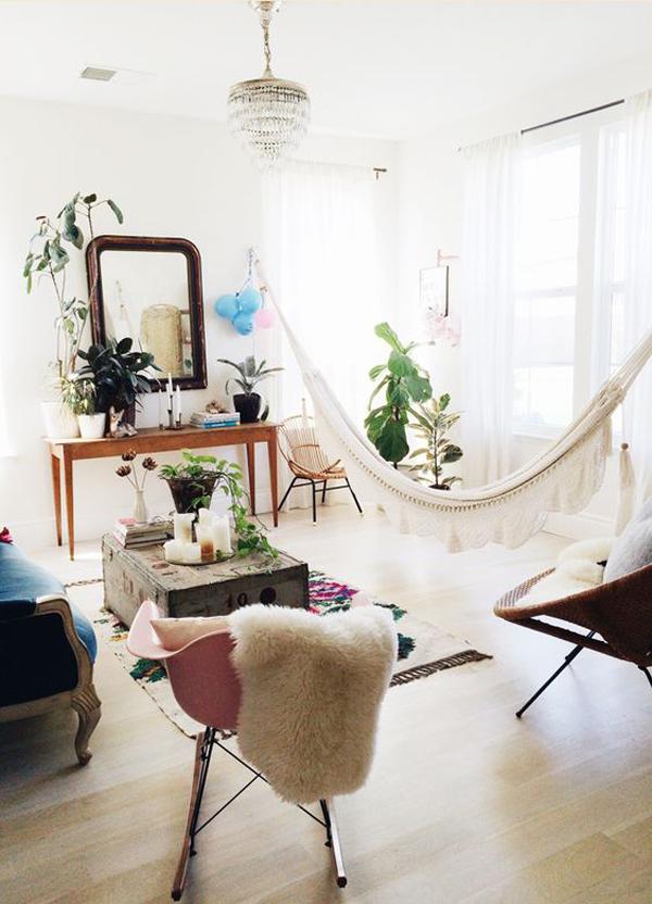 ruang-tamu-bergaya-vintage-dengan-ide-hammock