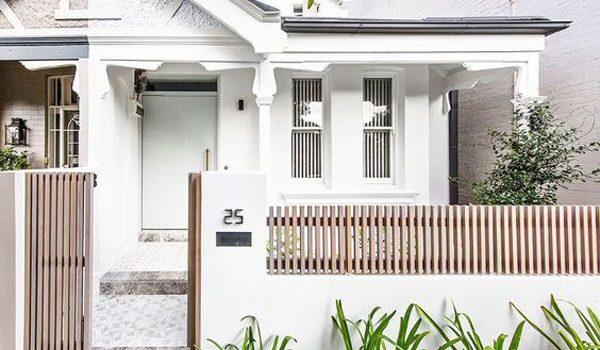 desain-pagar-minimalis-dengan-aksen-kayu
