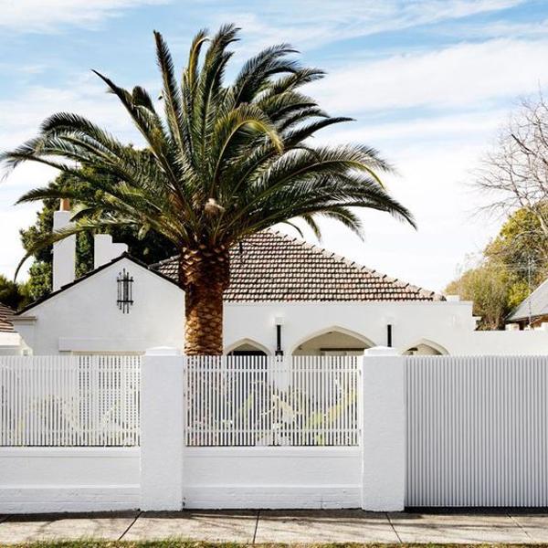 desain-pagar-rumah-minimalis-dengan-cat-putih